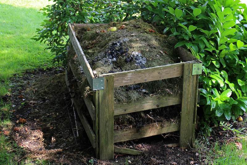 compost piles vs compost bins