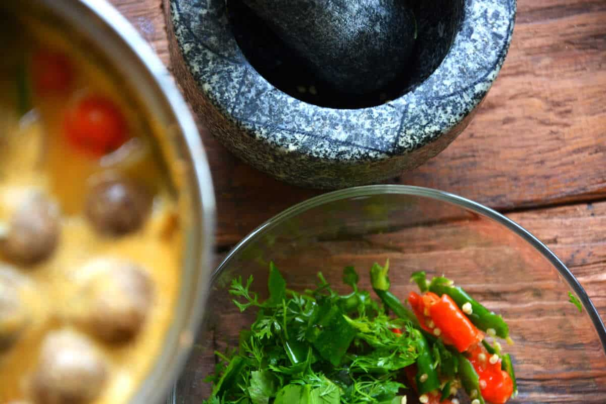 finishing touches to tom yum soup recipe